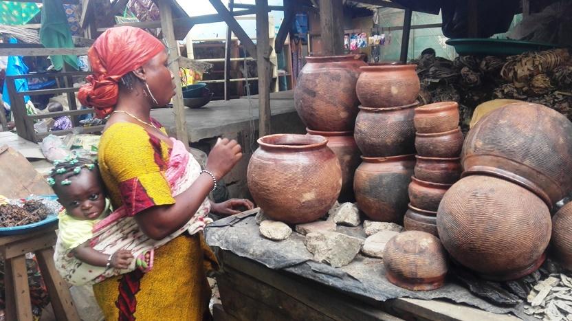 Scena di mercato in Costa d'Avorio